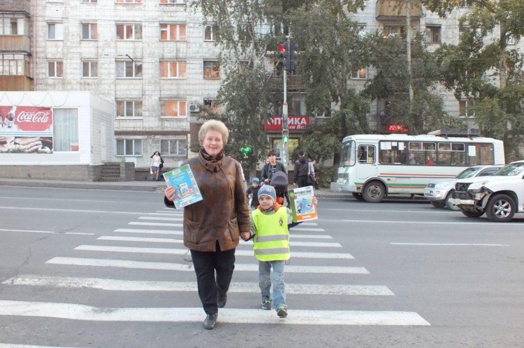 ПДД: с бабушкой в школу